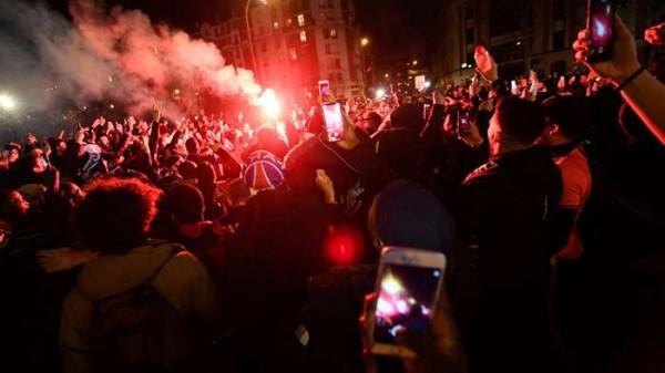 جماهير باريس سان جيرمان تشعل الأجواء قبل لقاء برشلونة