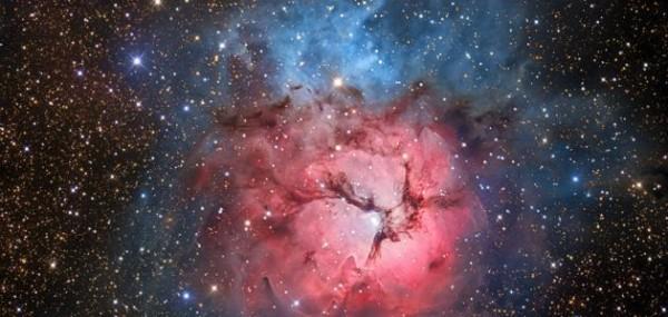 تجمعت مكوناته معًا في شكل نجوم ومجرات