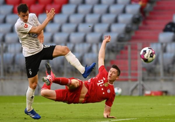 شاهد بايرن ميونيخ يحتفل بلقب الدوري الألماني بتغلبه على غلادباخ وليفاندوفسكي