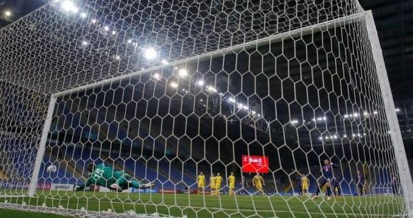 ديمبيلي يضع برشلونة على بعد نقطة واحدة من الصدارة