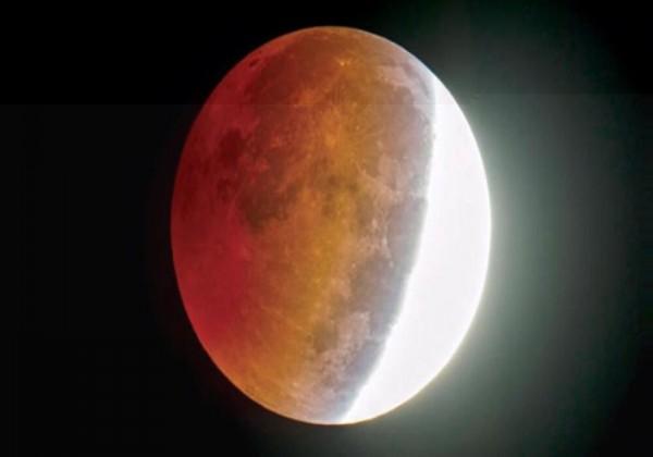 ما الذي يؤدي إلى حدوث خسوف القمر