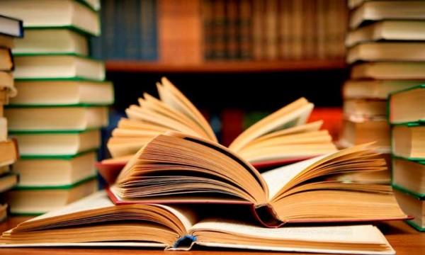 قارن بين البحث عن الكتب والبحث في الكتب