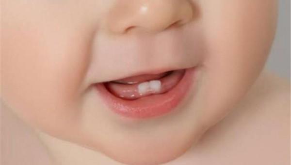 متى تظهر اسنان الطفل