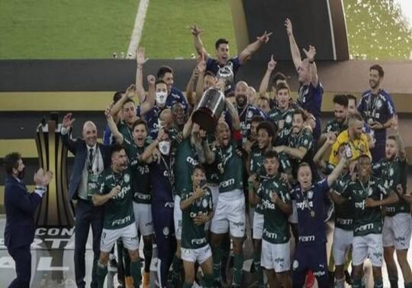 شاهد احتفال لاعبو بالميراس بالفوز بكأس ليبرتادوريس