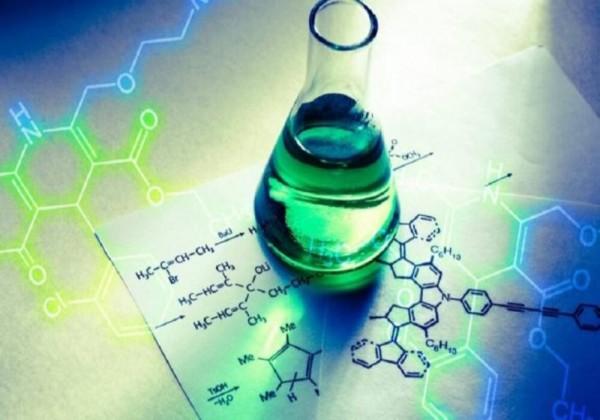 تسمى الأيونات التي لا تشارك فعليًا في التفاعل الكيميائي
