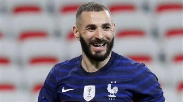 ماذا كان تعليق بنزيما على مشاركته مع المنتخب الفرنسي بعد غياب 6 سنوات