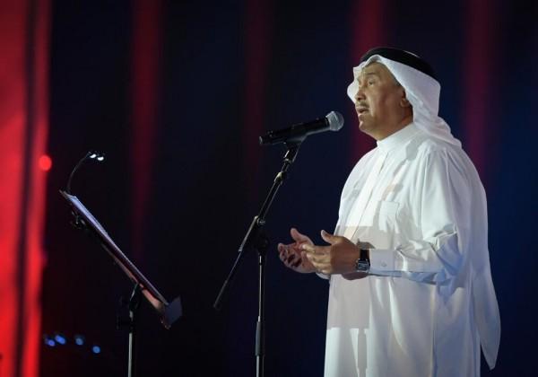 ما سبب بكاء الفنان محمد عبده على المسرح