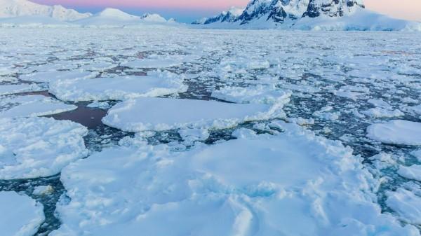 هل الجليد أحد عوامل تعرية سطح الأرض