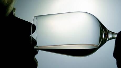 الاعتقاد بأن المشروبات الكحولية تدفئ الجسم هو اعتقاد صحيح