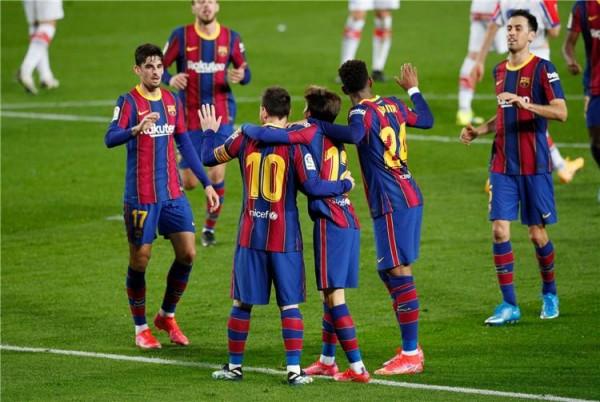 كيف تتم استعدادات نادي برشلونة قبل مواجهة باريس سان جيرمان