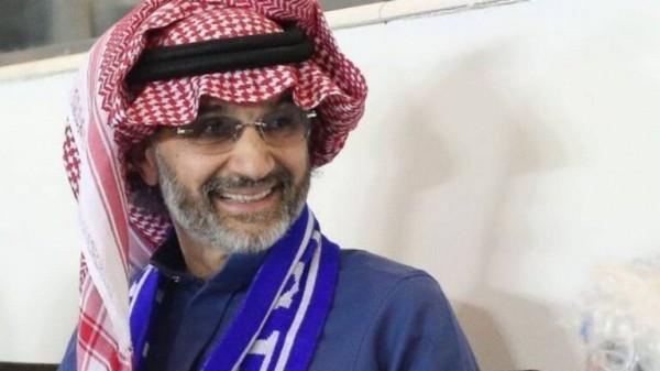 """شاهد رياضة المشي لم تمنع الوليد بن طلال من مشاهدة مباراة """"الزعيم"""""""