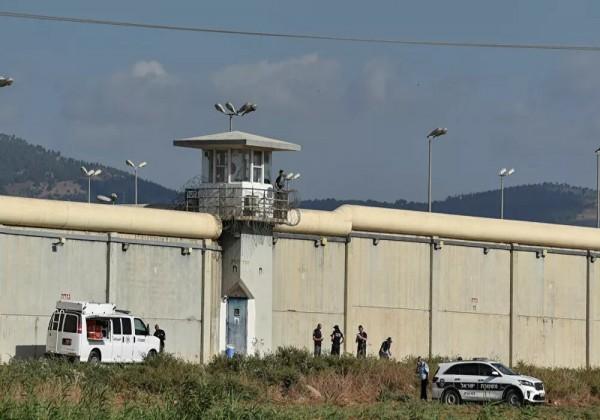 أنباء متداولة عن نقل الأسير الفلسطيني زكريا الزبيدي للعناية المركزة