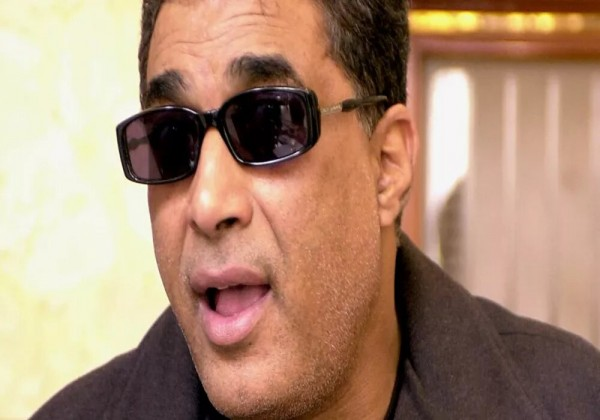 شاهد ردة فعل الفنان الراحل أحمد زكي عند سؤاله بخصوص أسامة بن لادن