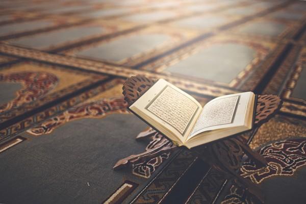 رد الخلاف إلى القرآن والسنة من سمات