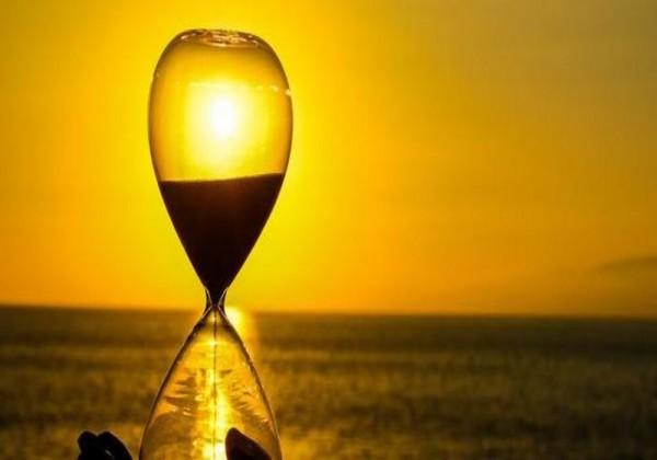 كيف يمكننا تحديد الوقت في النهار من خلال الشمس