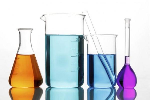 ماذا يطلق على الماء في المحلول المائي