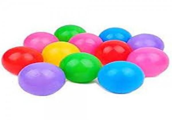 إذا سحب محمد كرة من الكيس في الشكل أدناه دون النظر إليه ، فإن احتمال ظهور كرة ليست خضراء يساوي: