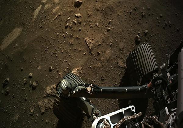 """لماذا أطلقت ناسا اسم """"معاذ"""" على صخرة في المريخ"""