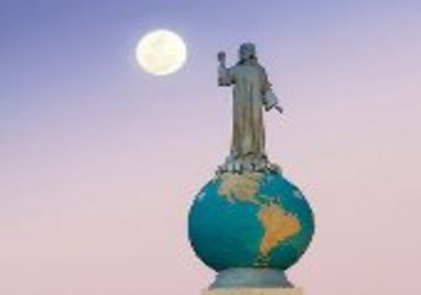 تفاصيل اكتشاف تمثال كاهن إنجليزى حاول حماية الناس من الطاعون الأسود